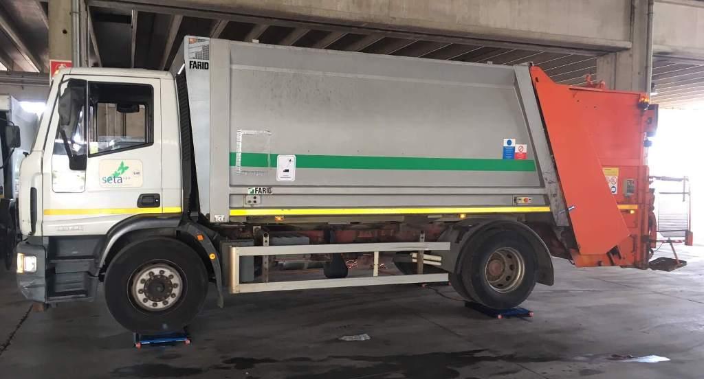 Bilance per pesare compattatori di rifiuti